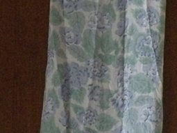 LADIES WRAP FLORAL DRESS BY JULIA. SIZE LARGE.
